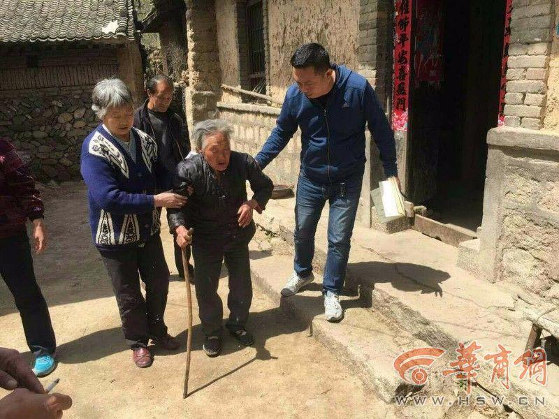 21只小牛被送进华阴一村养牛场 这里瞬间有了生机