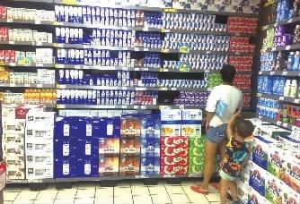 湖南长沙市场乳企扎堆降价 奶价低过矿泉水